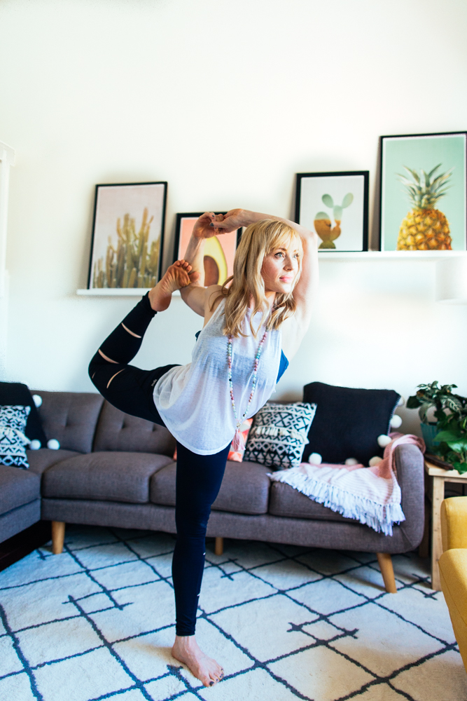 yogashoot-homesession-amylacyphotography-denver-22.jpg