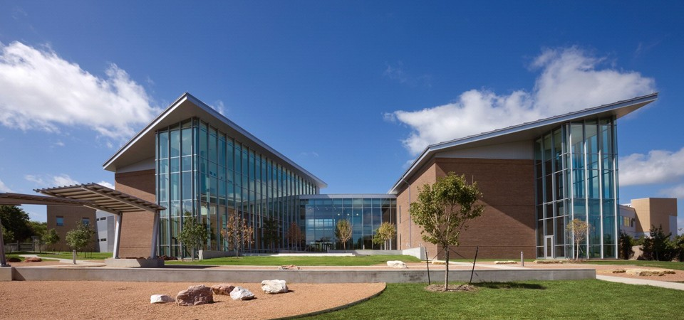 Cedar_Valley_College.jpg