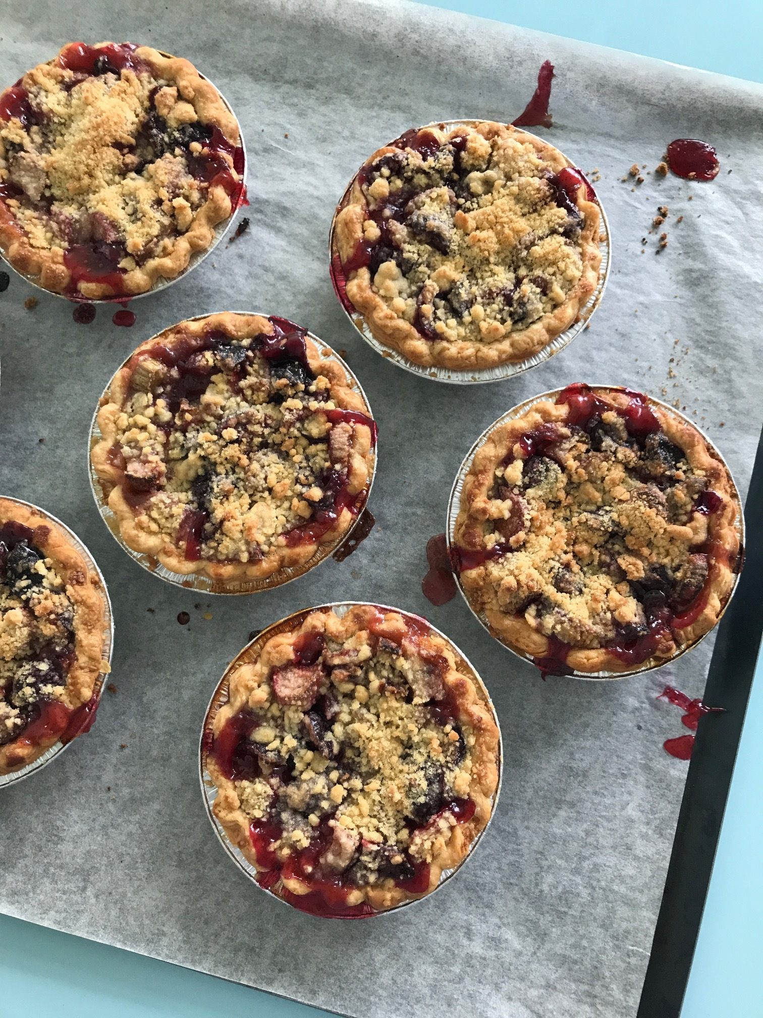 Dazzle your guests with individual fruit crumble pies!