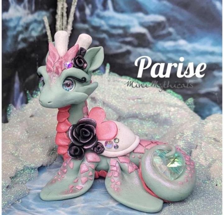 Heather of Mini Mythicals beautiful Parise dragon sculpture