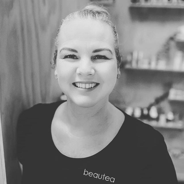 🎉Today we celebrate Natasha!  A year ago today this amazing lady decided to join the Beautea team & I'm so glad she did!  She has a beautiful touch & her facials & body treatments are divine! With Osmosis training completed she has a new tool kit to play with too so keep an eye out for our Osmosis specials. 🤗 Thank you for all you do Natasha! Here's to many more 🍾  #beautynewplymouth #bestbeautytherapist #osmosisskincare #gratitude #anniversary