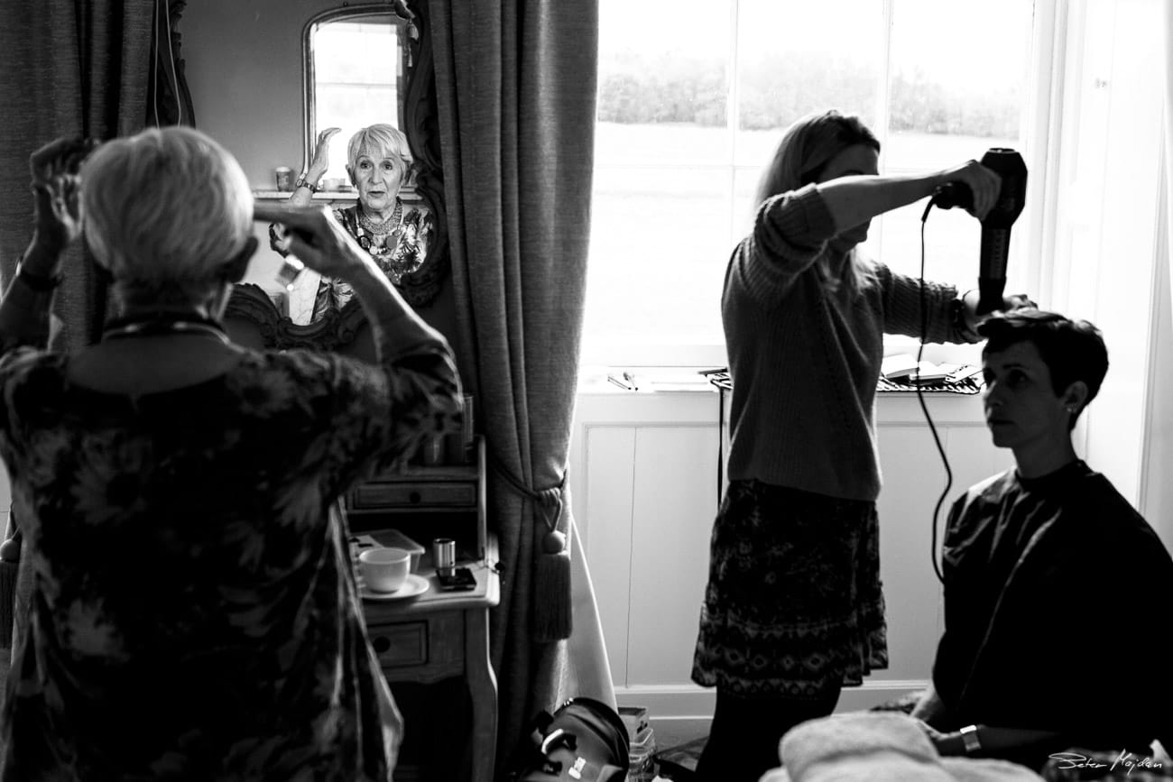 bride and her mum getting ready