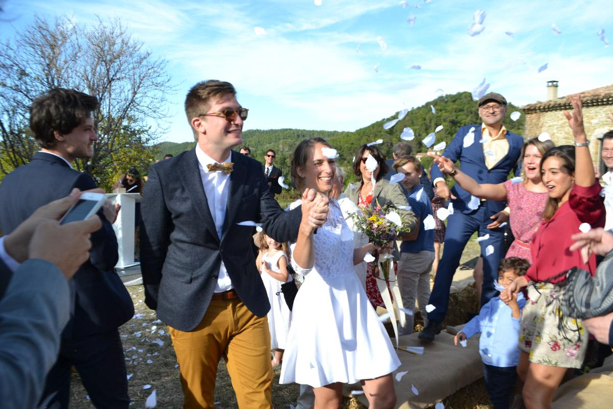 Gite Mariage Séminaire en drôme provençale La Demoiselle vous acceuille - mariage confetis.jpg