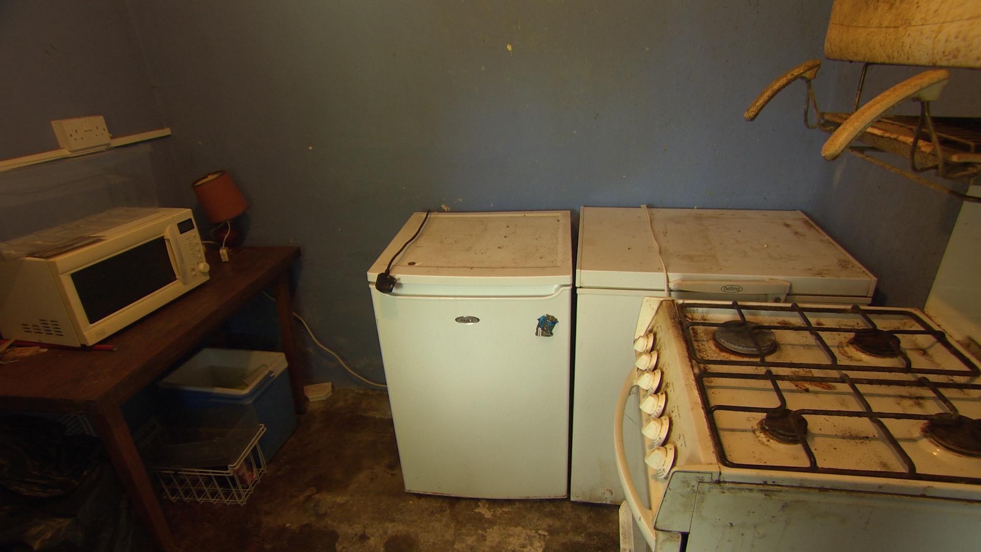 TX5 RTI10 Kildalkey BEFORE Kitchen.jpg