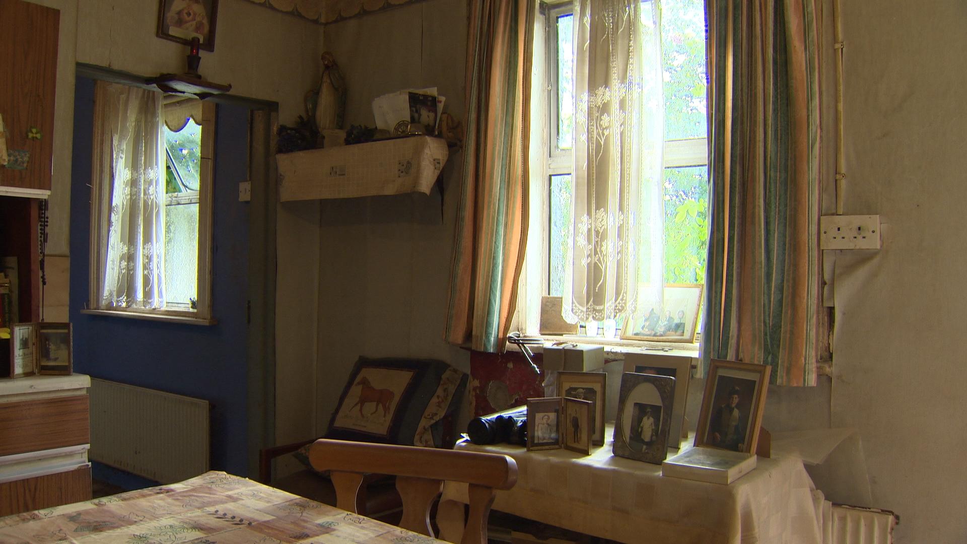 TX5 RTI10 Kildalkey BEFORE Living room.jpg