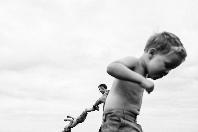 Childhood 🙌🏻 . . . . . #familyphotography  #familyphotos  #happyfamily #childhoodmemories #instakids  #childhoodunplugged  #letthembelittle
