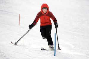 Three-track skiing