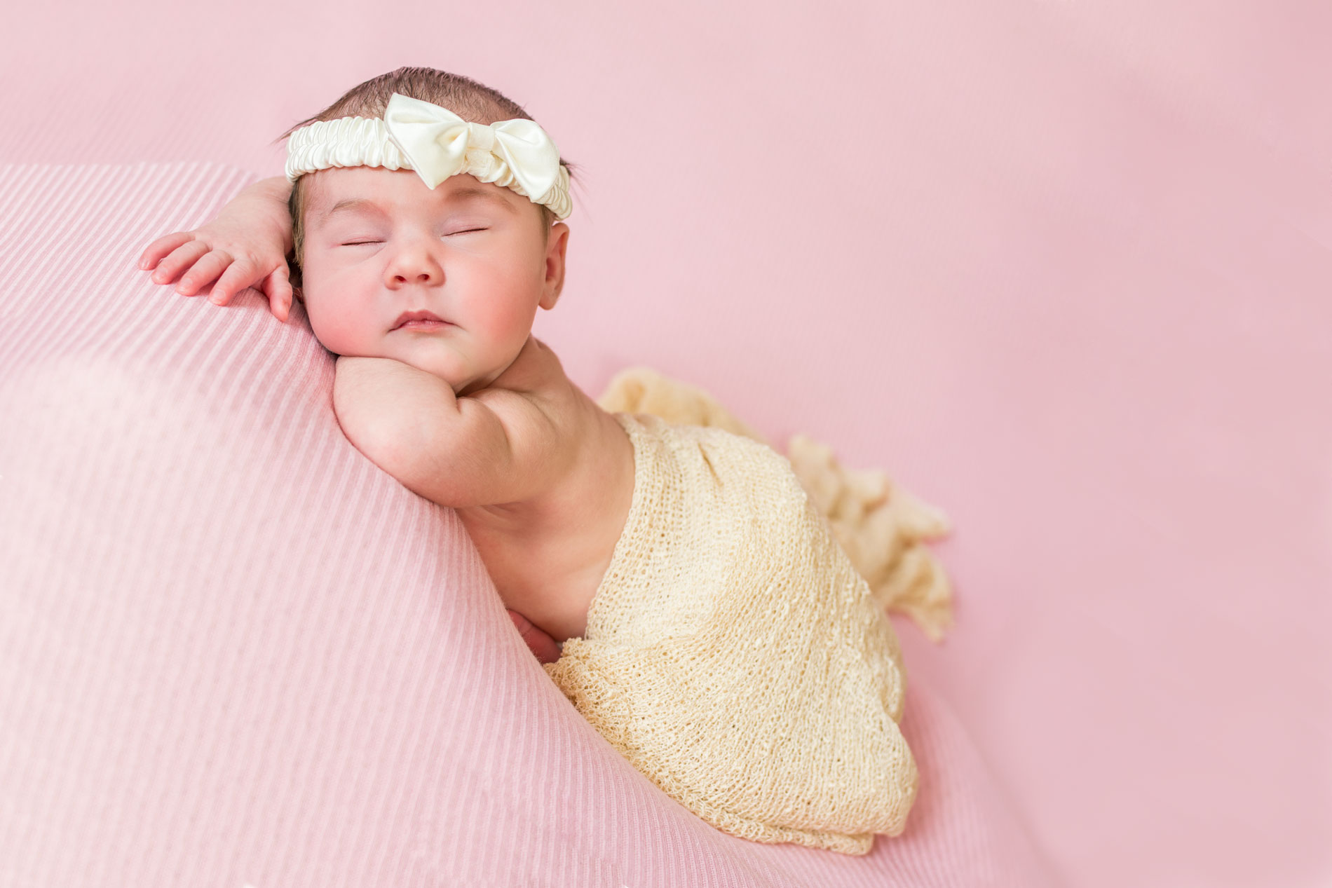 Cute newborn photo of baby girl from Thunder Bay