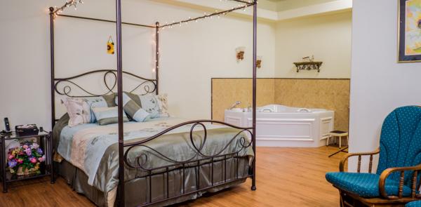 Photos of bedroom, tub, kitchen, etc...