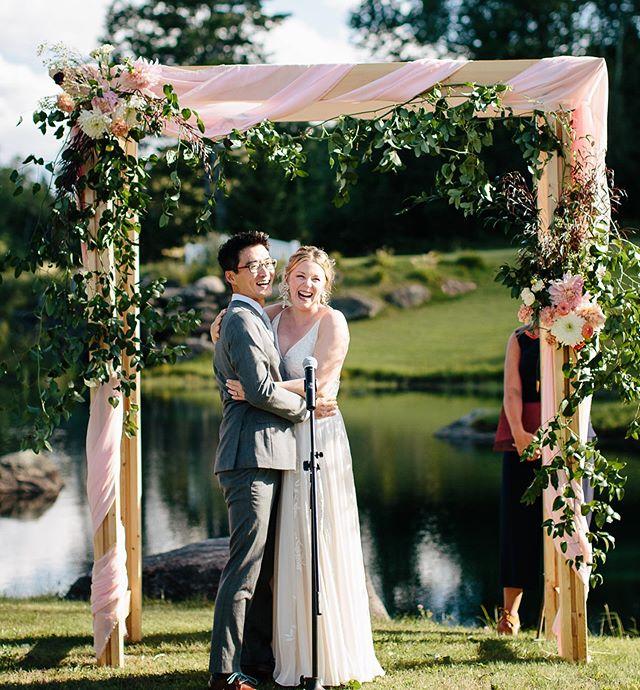Find someone that makes you smile this much ❤️❤️❤️   Creative Team: Planning: @winkandwillow Photo: @thelightandcolor  #happyday #ido #wedding #arbor #weddinginspo #vermontwedding #vermontflorist #newenglandflorist #flowers #flowerstagram #dahlias #stowewedding 