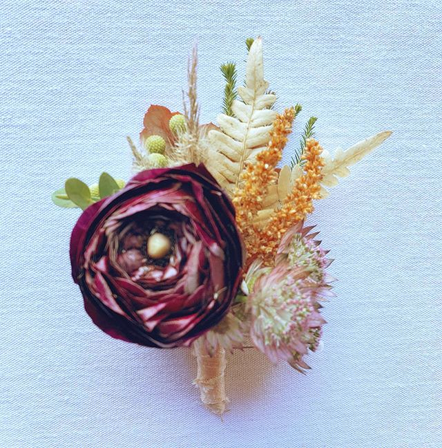 With two weddings this weekend, I forgot to snap pics of today - but I did grab a quick shot of the groom's bout- which is a mini fall bouquet! Hope everyone is enjoying this beautiful fall day today!   #boutonniere #groom #weddinginspo #fallwedding #florist #vermontflorist #newenglandwedding #flowers #ranunculus #fall #vermont #vermontfall