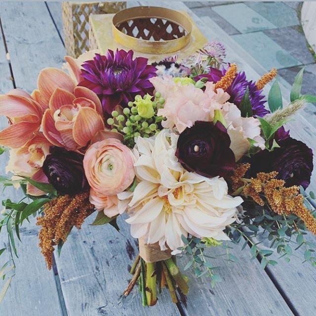 For Allie ❤️  Thanks for the great pic Randi!  Planning: @randinonnievents  Venue: @intervalecenter  Catering: @bluebirdbbq  Photo: @deanblottogray   #wedding #vermontwedding #weddinginspo #bridalbouquet #florist #weddingflowers #vermontflorist #newenglandflorist #fallwedding