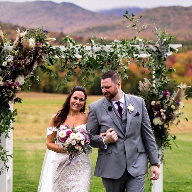 And this is why folks get married in the fall! A beautiful day for a beautiful couple...congrats Patty + Brian 💜  Photo: @garrentee_photography  Florals: @folklorefarmvt  Venue: @thebarnatsmugglersnotch  Coordinator: @n_joyevent  Cake: @northcountrycakes  #wedding #weddingphotography #fallwedding #vermontwedding #weddinginspo #destinationwedding #stowewedding #newenglandwedding #stoweflorist #vermontflorist #newenglandflorist #bride #bridalbouquet #hellomay #junebugweddings #caratsandcake #greenweddingshoes #marthaweddings #love