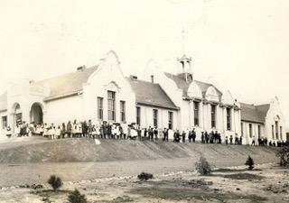 01_DM-F41_De Villiers Graaff Institue 1907 met kinders voor_Kaapse Argief R876.jpeg