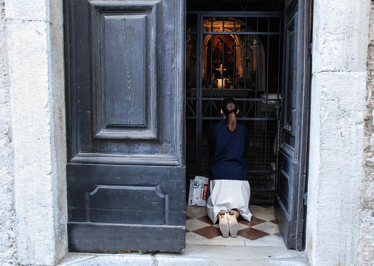 Snežna Marija v Piranu - v srednjeveškem jedru mesta Pirana, nasproti Minoritskega samostana, se skriva cerkev Marije Snežne. Gre za cerkvico iz leta 1404, ki je bila zgrajena kot zasebna kapela premožne piranske meščanke, okrašena z umetninami in prizori čudeža avgustovskega snega v Rimu, ki opominja na ime cerkve.