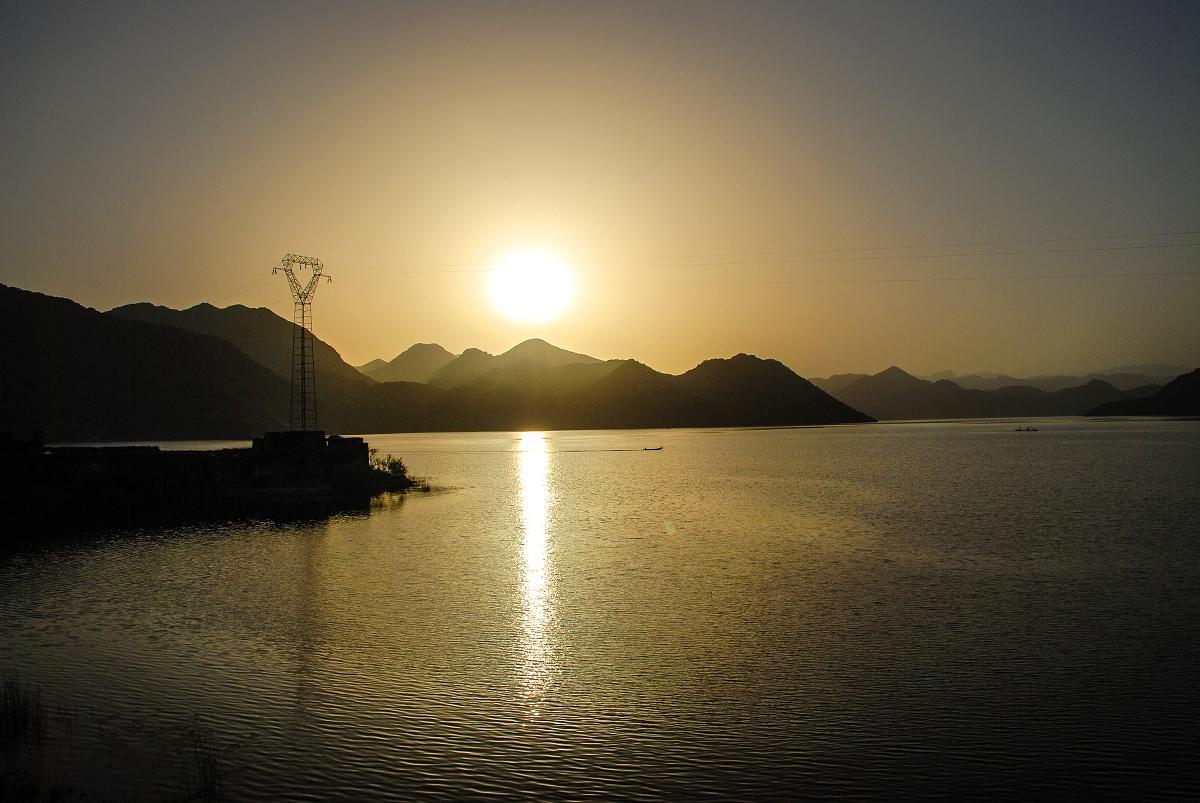 Skadarsko jezero, Copacabana in ostala svetovna čudesa - Skadarsko jezero je največje jezero na Balkanu in eno večjih v Evropi, je znano tudi po tem, da je to močvirje eno od zadnjih sredozemskih sladkovodnih, kjer gnezdi približno 270 vrst ptic, med katerimi najbolj izstopajo pelikani, ki imajo tukaj zadnje zatočišče v Evropi.