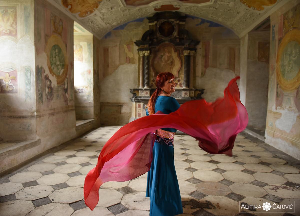 Po rekonstrukciji dojke se je obnovila njena ženstvenost in pričela je z orientalskim plesom, za katerega pravi, da ji je omogočil veliko več kot slavljenje življenja in ženstvenosti; namreč ples ji je pomagal, da v najtemnejših trenutkih ni podlegla temi depresije.