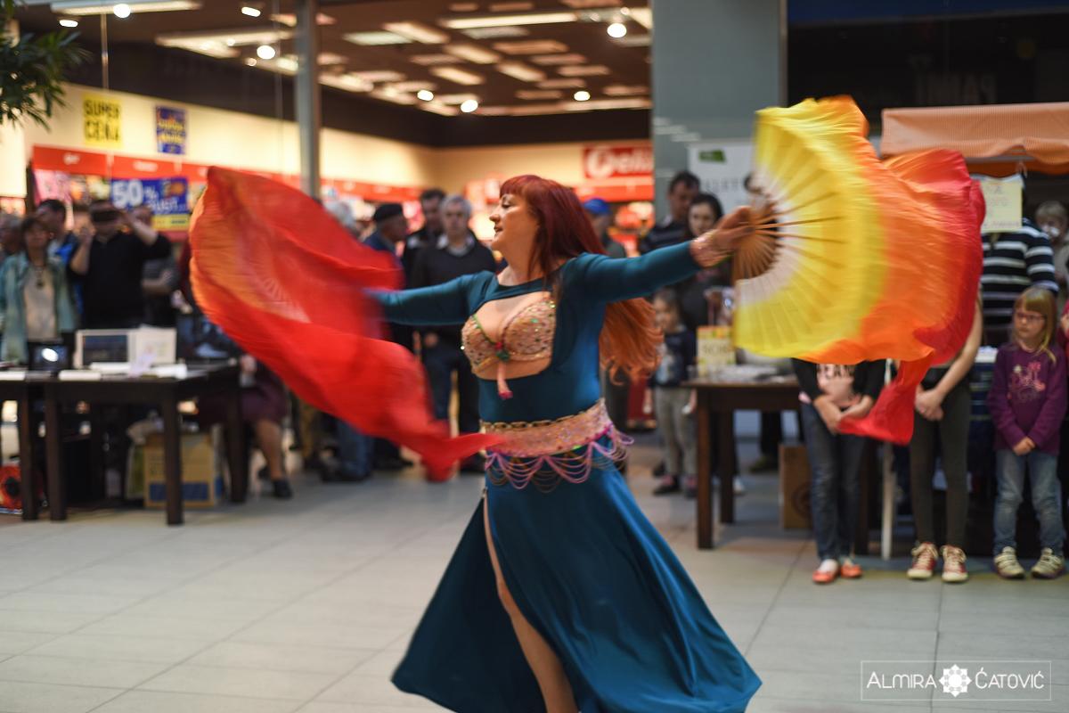 Ples je postal pomemben del nje in prav tako nastopi na različnih dobrodelnih prireditvah.