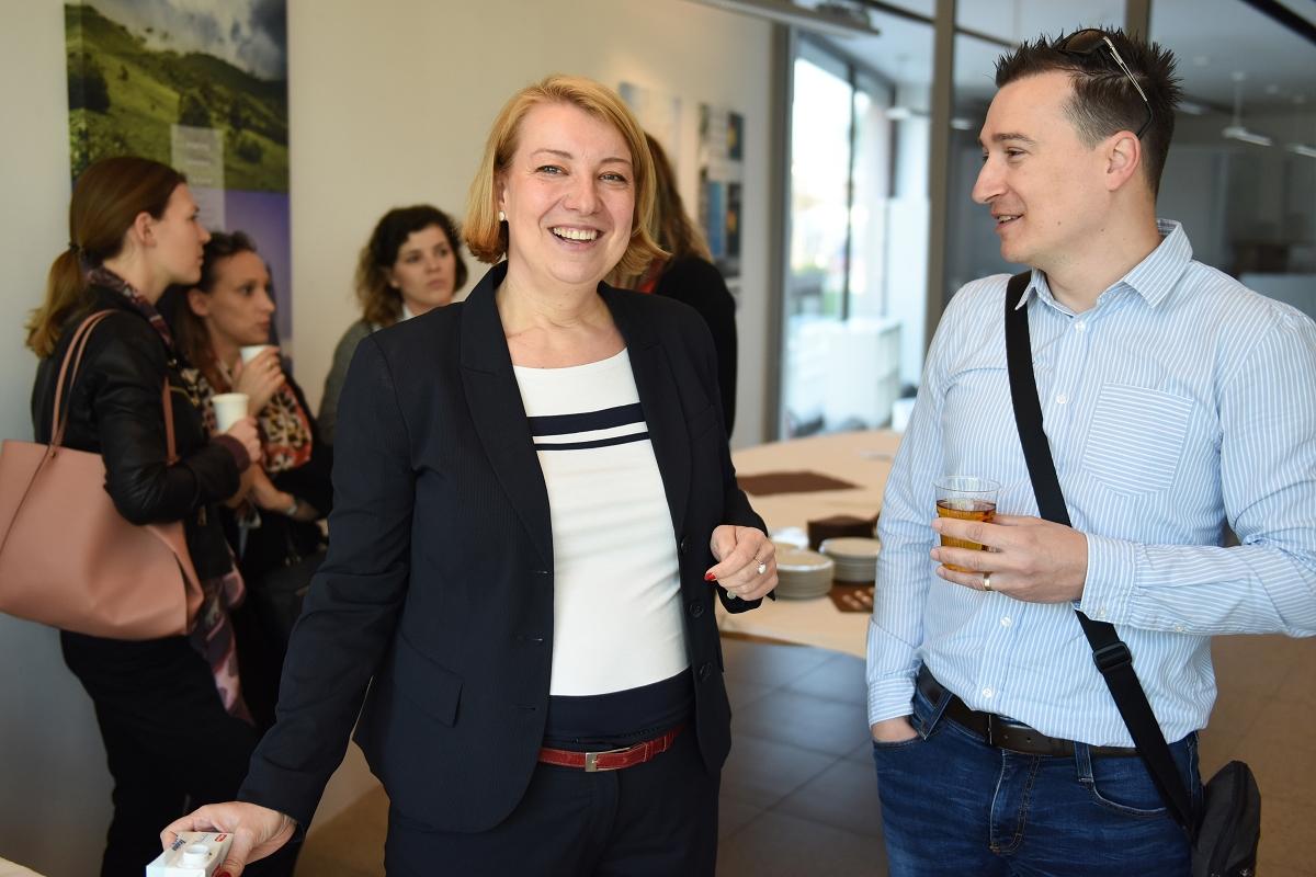 Poslovno izobraževalni zajtrk - V sklopu poslovno-izobraževalnih zajtrkov so Anita Mlakar, Polona Požgan in Mojca Pehant predstavili temo »Komunikacija, nastop in odnosi z javnostmi podjetja«.