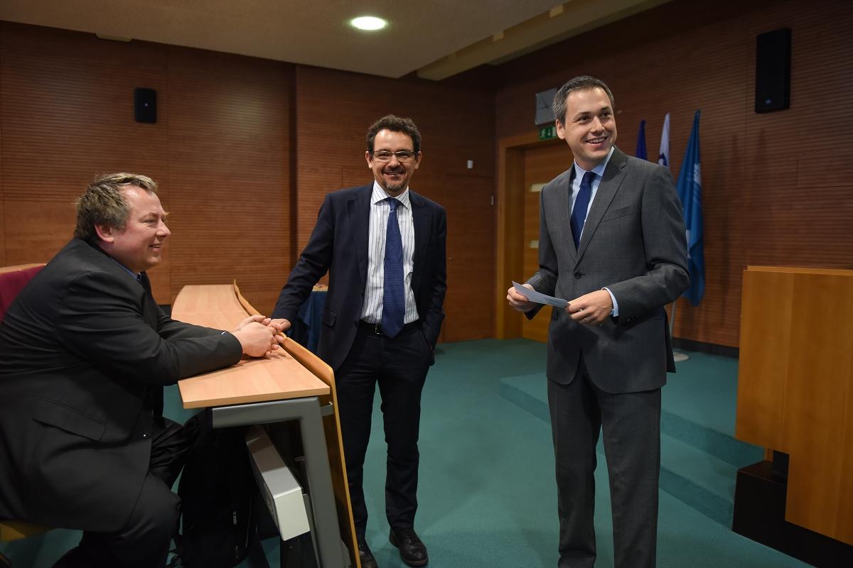 Kako Evropska komisija ocenjuje stanje v Sloveniji - Na Ekonomsko-poslovni fakulteti Univerze v Mariboru je Katedra za finance gostila predavatelja Dina Pinnelija, namestnika vodje enote za Slovenijo na generalnem direktoratu Evropske komisije za finančne in gospodarske zadeve (DG ECFIN), ter Ullo Hudina Kmetič in Tino Vončina, obe predstavnici za evropski semester, Evropska komisija, Predstavništvo v Sloveniji.