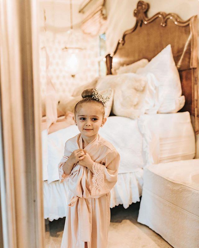 This bed in the bridal suite at @chateauadare is amazing. In fact the whole room is amazing. photo: @oscaranddassi . . . #venue #bridetobe #weddinglocation #temeculawedding #murrietawedding #weddingplanning #ocwedding #socalweddingvenue #socalwedding #bespokewedding #backyardwedding #intimatewedding #sandiegowedding #weddingdesign #socalweddingvenue #temeculaweddingvendor #weddingreception #southerncaliforniawedding #socalbride #californiabride #outdoorweddingvenue #gettingmarried #privateweddingvenue #privatevenue #privatewedding