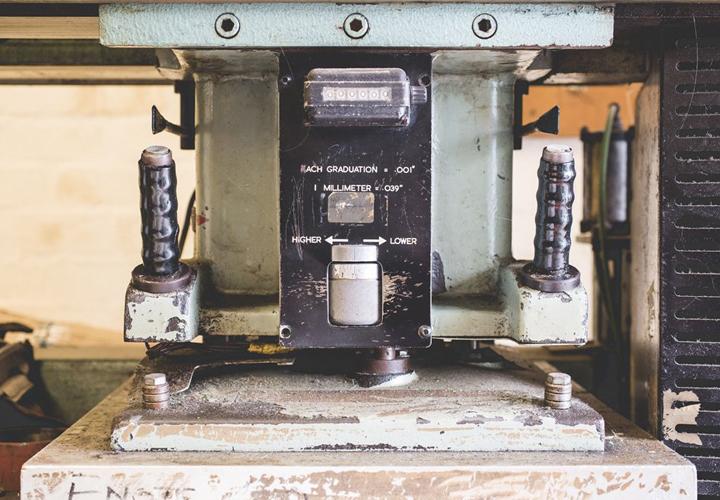 Bradleys the Tannery - Våra arbetshandskar, skydd och förkläden med plats för trädgårdsverktyg tillverkas för hand av våra vänner på Bradleys The Tannery. Garveriet ligger i den pittoreska handelsstaden Bridgnorth i hjärtat av England. Deras varor i läder och mocka är skapade med omsorg, för att hålla och bara bli bättre med åren. [...]