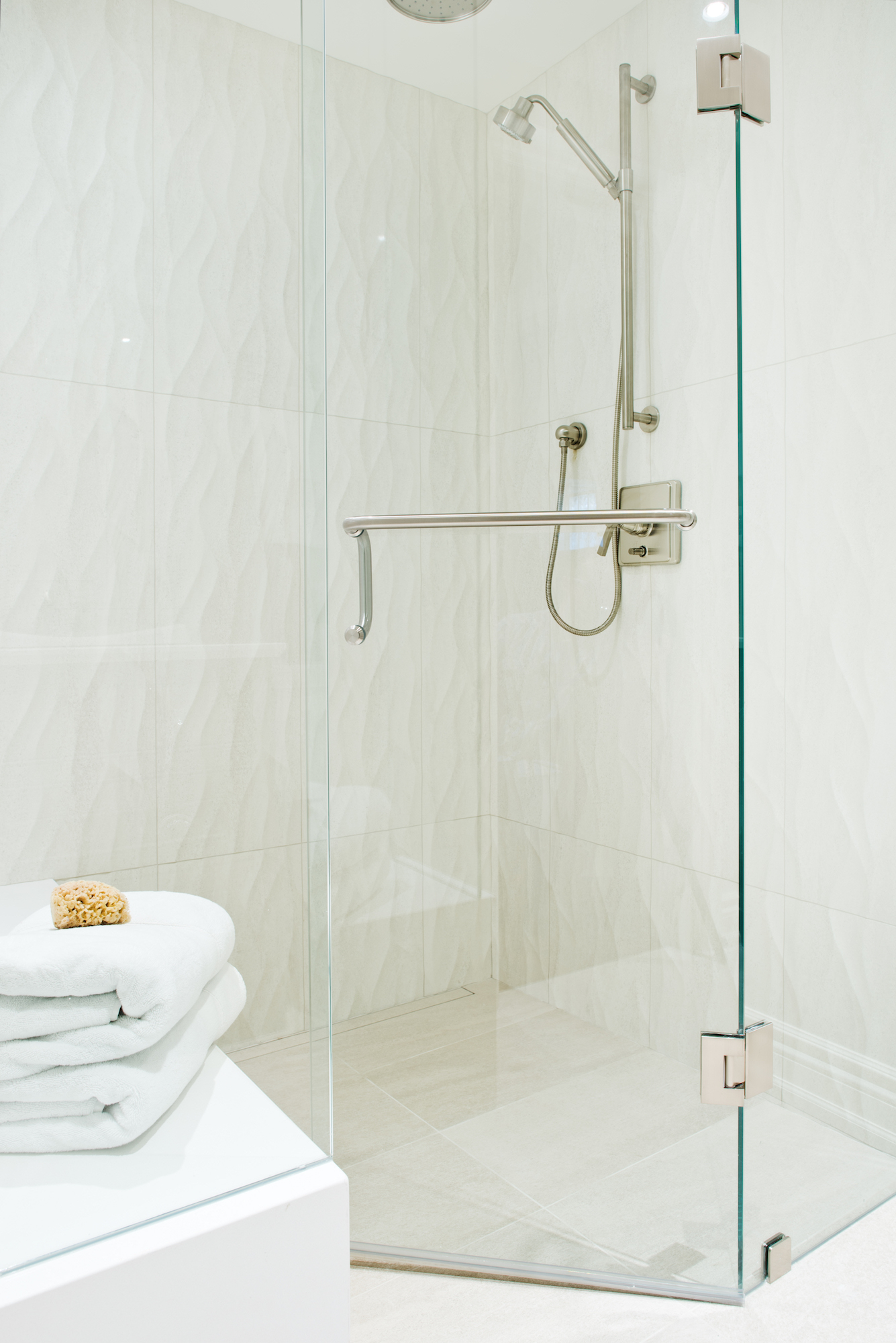 9 Pizzale Design Interior Decorating  bathroom elegant clean simple beige white texture wave tile.jpg