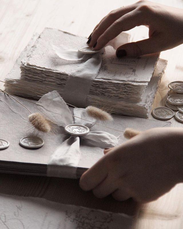 🖤 handmade 🖤 . . . #papergoods #moderncalligraphy #weddinginvites #calligrapher #paperlove #paperporn #ligaturecollective #stationery #fortheloveofpaper #invites #invitationsuite #custominvitations #thedailytype #handsthatmake #stationeryaddict #madebyhand #handlettering #artisan #lettering #flashesofdelight #thenativecreative #verilymoment #dailydoseofpaper #makersmovement #handmadepaper #onmydesk #minimalism #shadesofwhite #moderntype