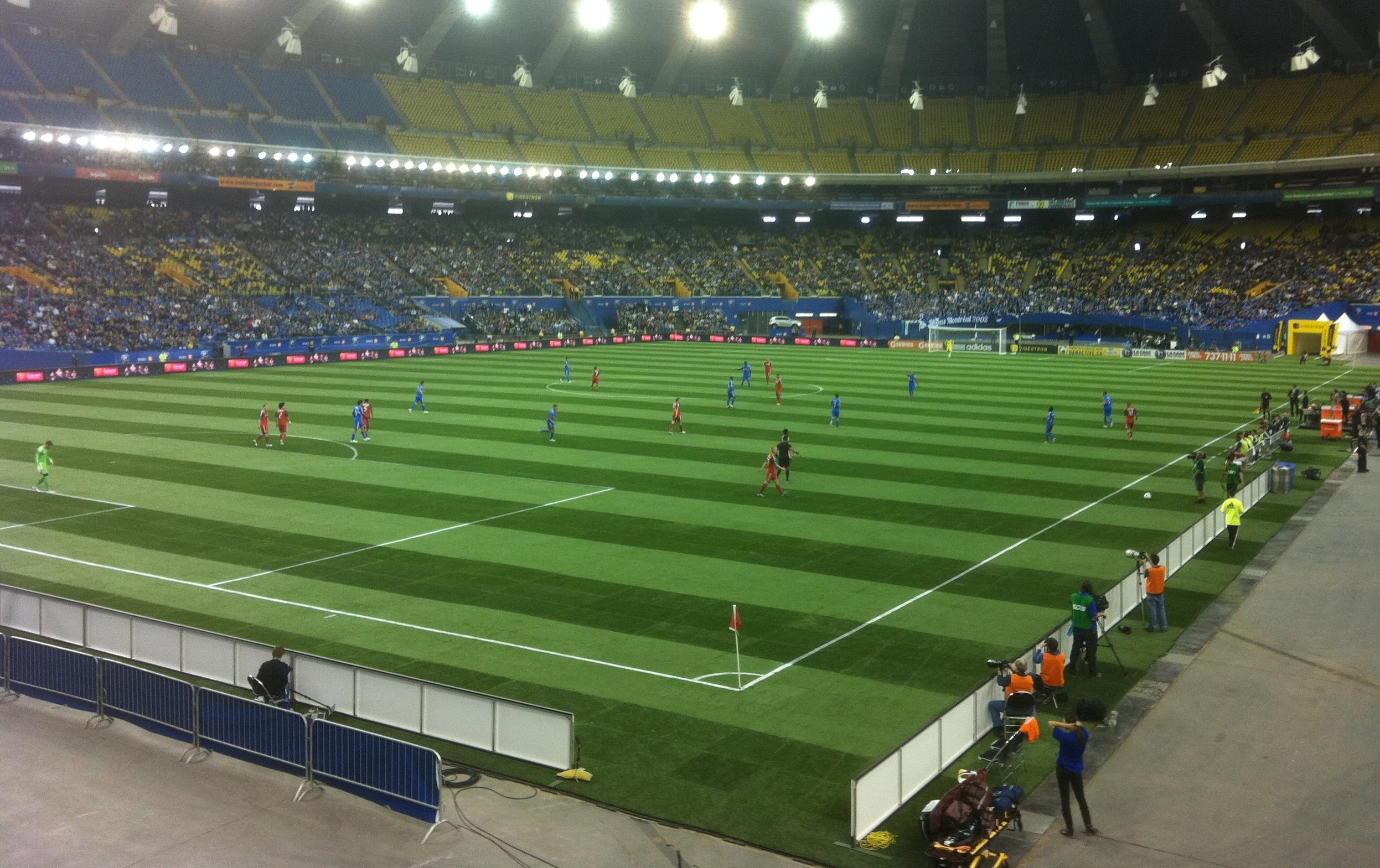 Montreal Impact soccer field installed at the Olympic stadium