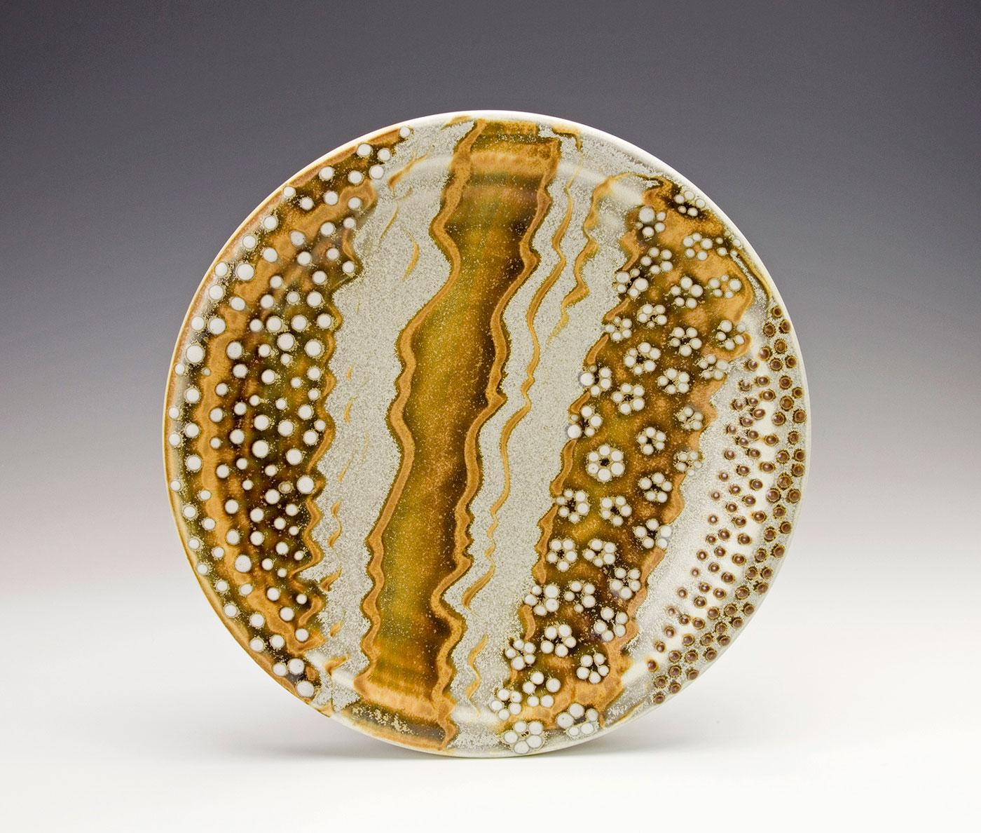 White-flower-dot-with-Moka-bronze-deco-plate-Samantha-Henneke.jpg