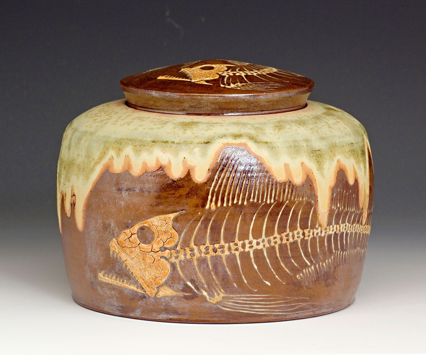 Fossil-Fish-Covered-Jar-Bruce-Gholson-Bulldog-Pottery.jpg