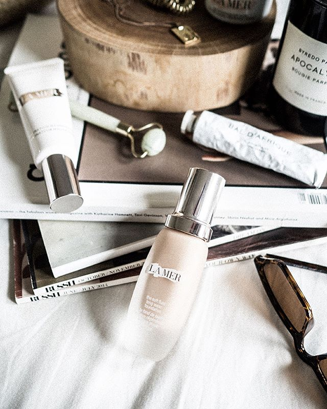 So lucky to be able to try the soft fluid foundation by @lamer ✨ I've tried their cult product Crème De La Mer (I whole heartedly believe it does practice what it preaches) so I had high expectations for this foundation. At first my heart completely sank as the first couple of drops felt really watery but as I applied it more I really started to like the look and feel. I think it works best for those who prefer a less is more approach to foundation but I still really loved the full coverage.