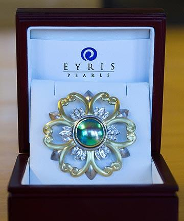 Aotearoa Pearl Brooch with Eyris Pearl