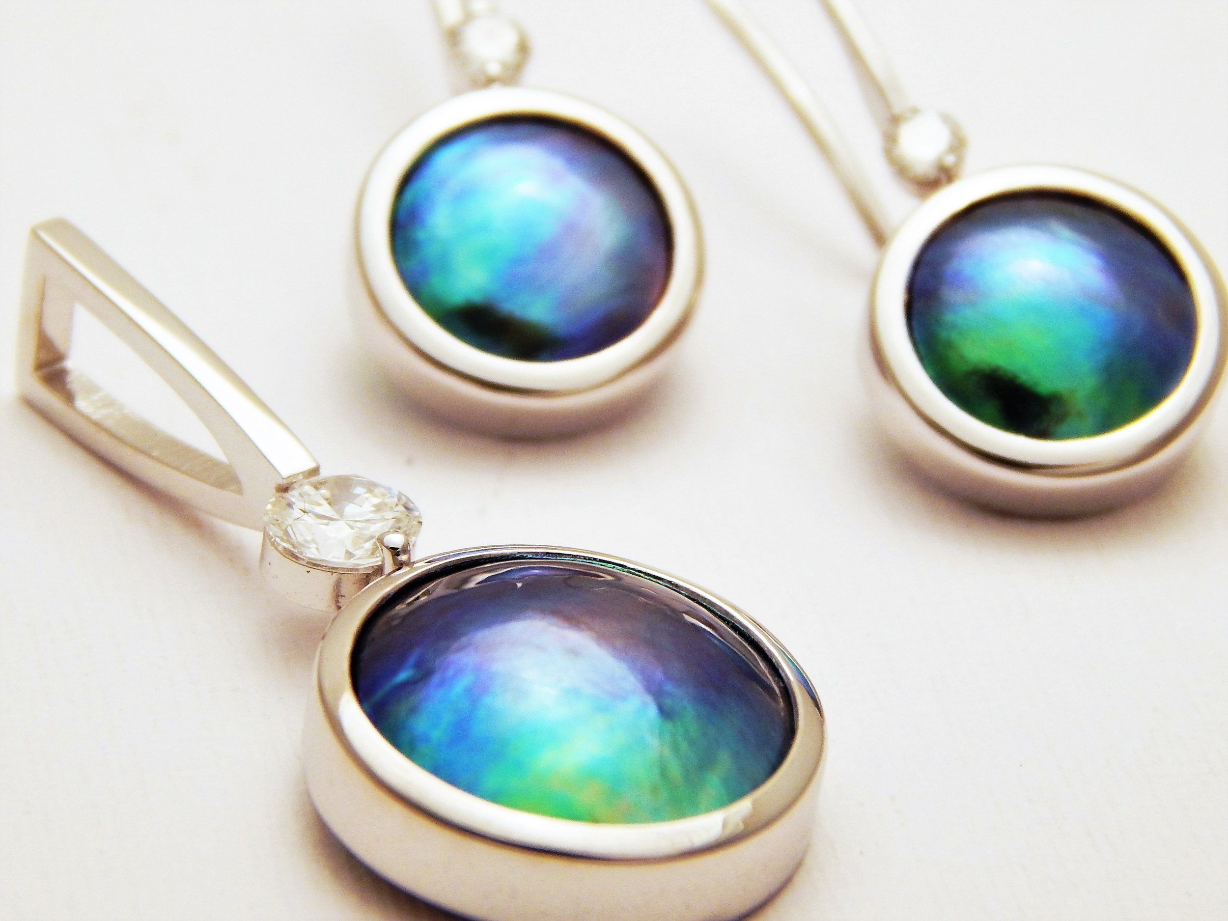 GALLERY PACIFIC - Eyris Pendant and Earring set