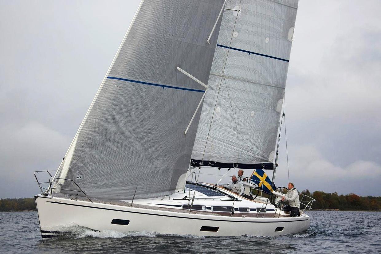 En cruising fullattestor i Titanium med grå taffeta på båda sidor av seglet. Genuan är uppbyggd på samma sätt. Klicka för att förstora bild.
