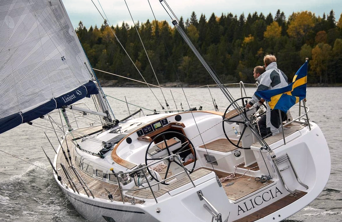 En Linjett 43 med X-Drive Carbon segel både för cruising och club racing. Det här seglet har extra taft på akterliket för ökad hållbarhet..