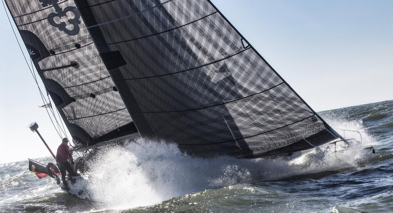 Beroende på båtstorlek, önskemål om prestanda, vikt och pris, kan carbon X-Drive systemet lamineras på aramid- eller polyesterförstärkt scrimduk. Båda varianterna får ökad hållbarhet med extra taft på hela eller delar av seglet. Med ökad hållbarhet ökar också vikten och priset på seglet.