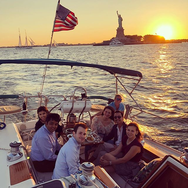 These summer nights 🤗🌅 There is still some availability tonight! Comment below for a promo code redeemable for today only! Let's go! ⛵️ 🌊