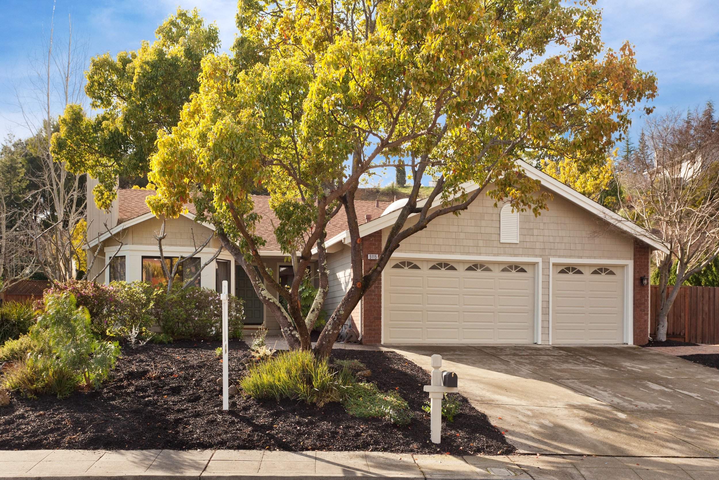 SOLD | 5155 FAIRHILL COURT, OAKLAND $1,225,000