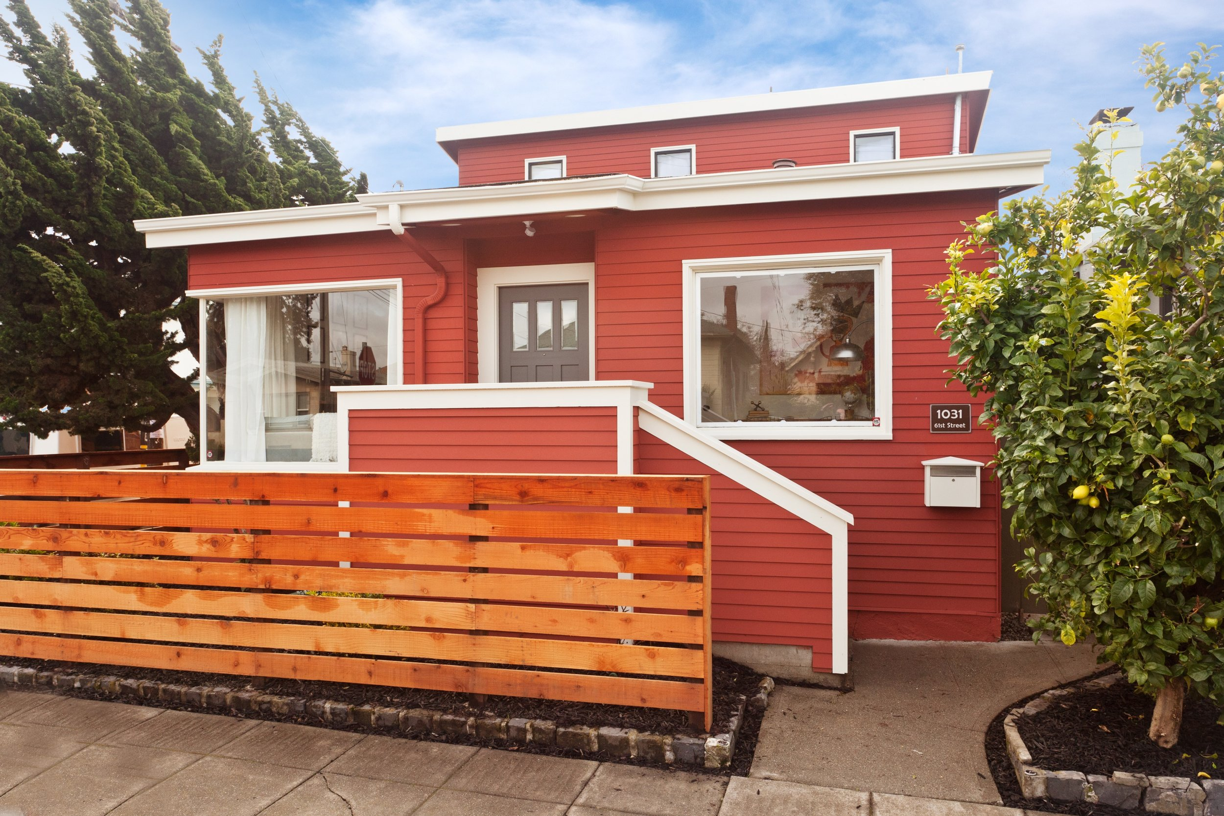 SOLD | 1031 61st Street, Oakland $857,000