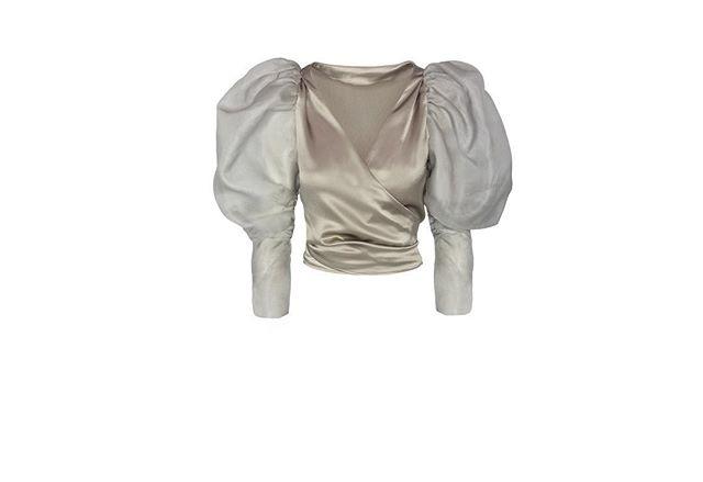 TOP RETINA ⚫️ disponible a través de la web y en @thatsmycloset #anonymousclosetinspiration #inspiration #instastyle #fashion #fashiongram #instafashion #dressing #dresswell #dressdifferent #inspiration #style #instainspiration #weddingguest #guest #inspiracion #inspiracioninvitada #vestido #vestidoinvitada #invitadaperfecta #invitadaboda #invitadaconestilo #invitadadiferente #vestidofiesta #invitadaperfecta #lookdeinvitada