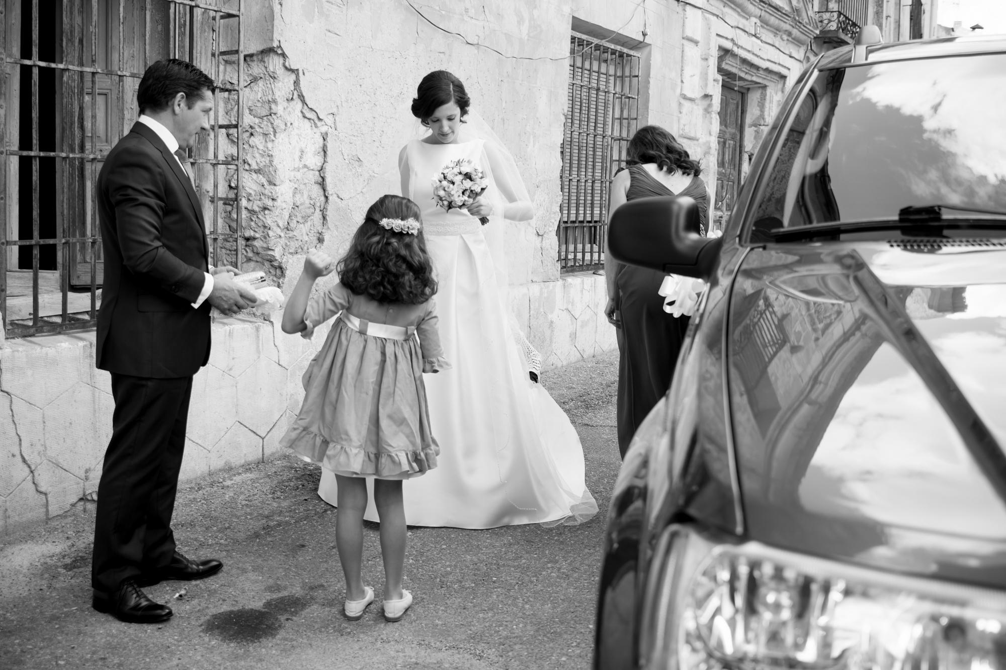 fotografia-de-boda-llega-la-novia.jpg