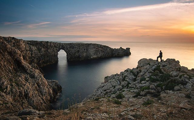 Pont D'en Gil (Menorca) Sitiazo y, ¿uno de los mejores atardeceres de Menorca? . . #Menorca #SitiosdeEspaña #igersmenorca #igersbaleares #igersspain #yosoytraveler #spain #VisitSpain #somosinstagramers #IslasBaleares #España #spain🇪🇸 #Spain_vacations #igersbalears