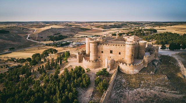 Castillos desde el aire Belmonte (Cuenca) . . #Belmonte #Cuenca #España #Spain #SitiosdeEspaña #igerscuenca #igersclm #igersspain #somosinstagramers #yosoytraveler #iamtraveler #visitspain #dji #djiphantom4 #djiphantom4pro #dronescape #dronestagram #drones #drone