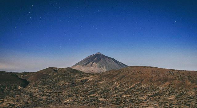 Luz de Luna. Parque Nacional del Teide (Tenerife) . . #Teide #Tenerife #España #Spain #SitiosdeEspaña #VisitSpain #VisitTenerife #igerstenerife #igerscanarias #igtenerife #igcanarias #nocturna #moonlight #igersspain