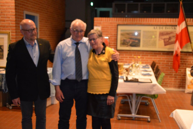 Flemming og Birgit Jensen modtager DISK Guldnål