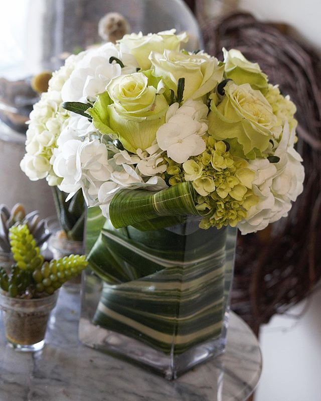 A dreamy, creamy white and green themed fresh floral arrangement custom created by us at @alwaysalwaysflowersathens! Comment and tell us what your dream arrangement would look like 💚 • • • • • 📸: @betty.shoots	 #athensga #uga #flowersofinstagram #florist #floristsofinstagram #flowershop #weddingflorist #georgiaflorist #athensflorist #athensgaflorist #supportlocal  #flowerarrangement #alwaysalwaysflowers #flowers #roses #rosesofinstagram #rosegram #flowergram #watkinsville