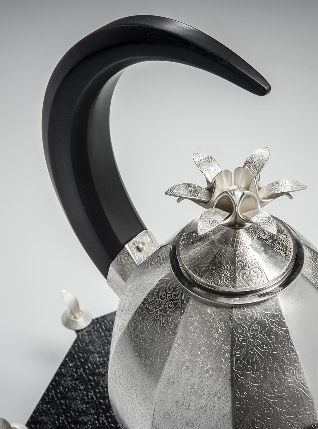 Slippers Teapot - detail