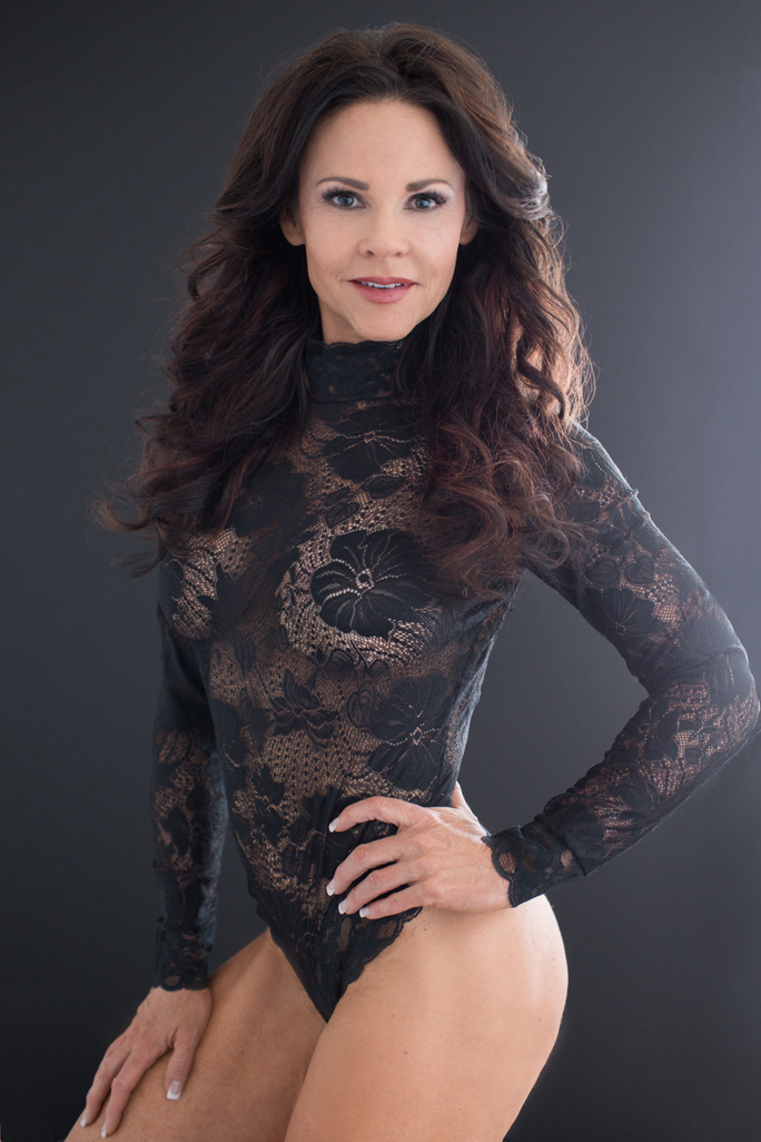 """<img src=""""sandyblacklace.jpg"""" alt=""""This is sandy in black lace"""">"""