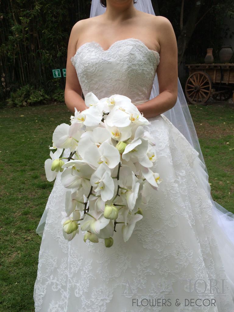 ramo-de-novia-con-orquideas-phalenopsis-768x1024.jpg